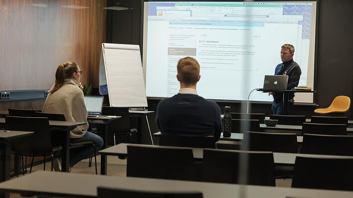 2012008_stockfoto_kontoret-1-kurs-møte-samtale-arbeidsmiljø-møterom